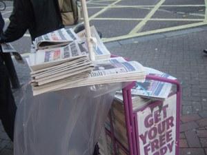 山積み新聞