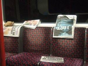 捨てられた新聞